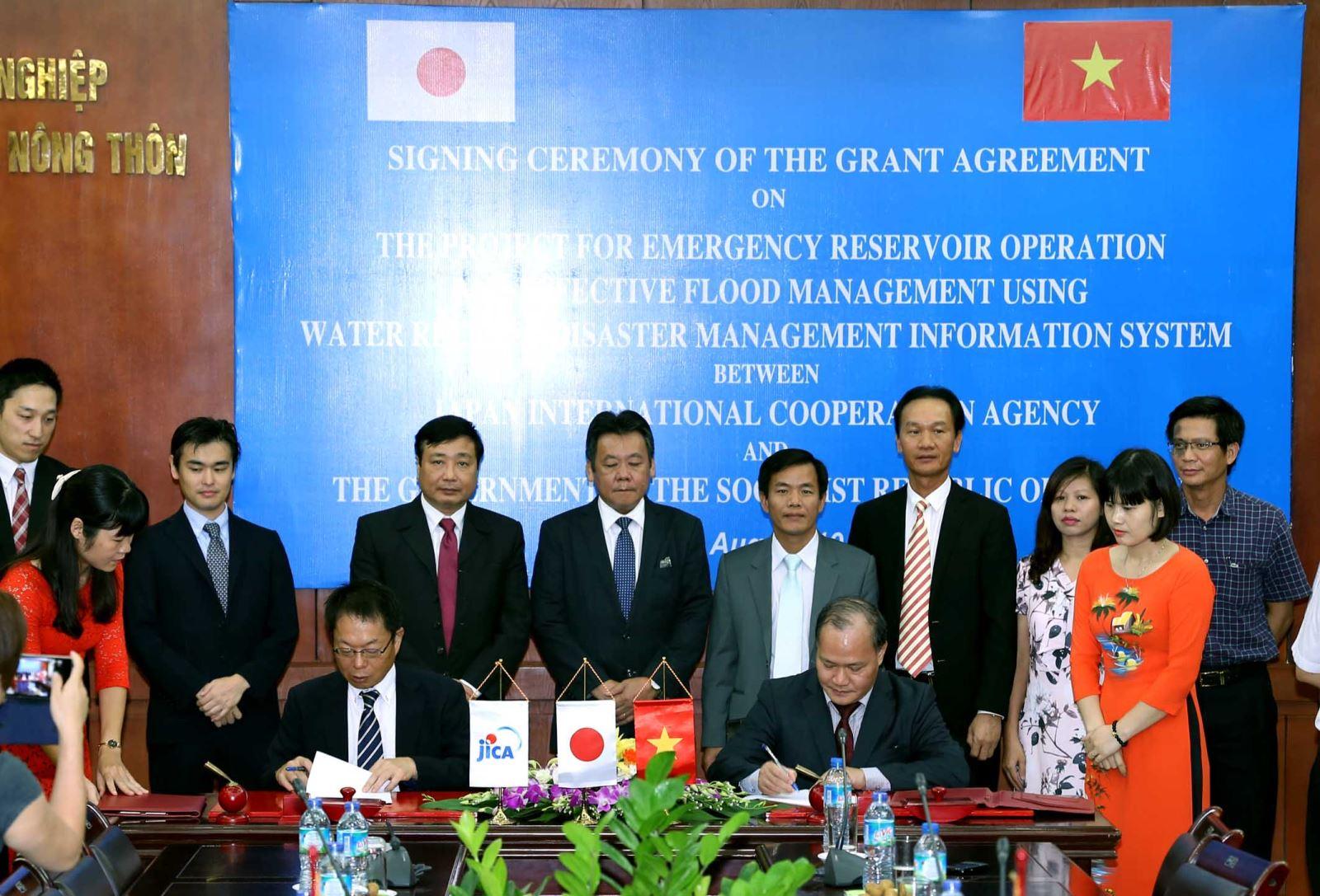 Lễ ký kết thỏa thuận Dự án Vận hành hồ chứa trong tình huống khẩn cấp và quản lý lũ hiệu quả